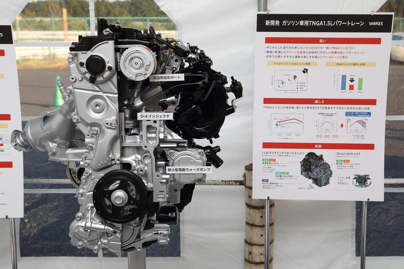 """新開発の直列3気筒 1.5リッター直噴「M15A」型""""ダイナミックフォースエンジン""""。ロングストローク化やバルブ狭角の拡大で高速燃焼を実現し、高効率化による加速性能向上と燃費の改善を果たしつつ、環境性能も高めたという"""