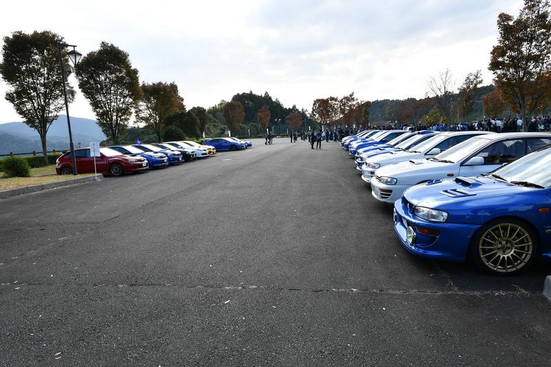 1100台を超えるWRXが集結。複数名参加が多いので、1800名以上の参加者が集まった