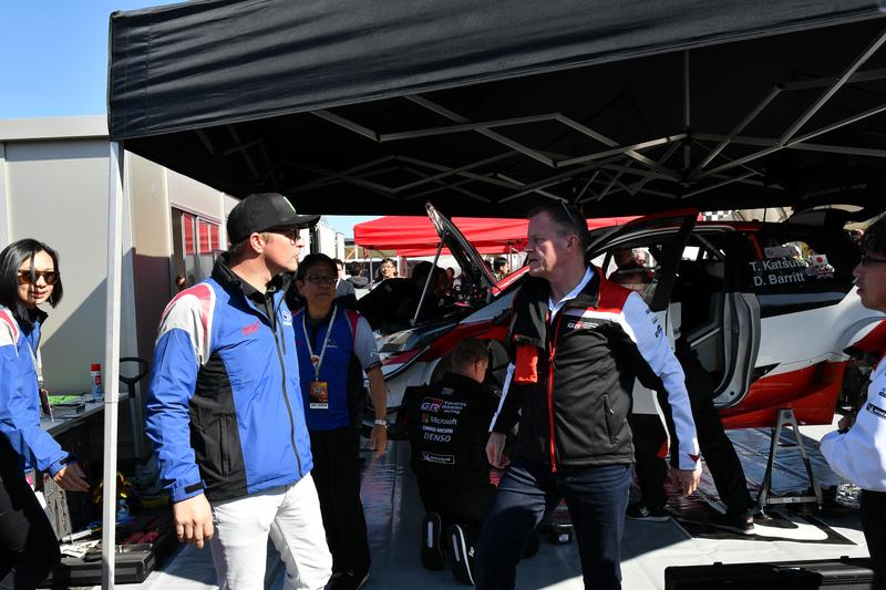 9日にマキネン監督が「WRX Fan Meeting」に訪れていたので、10日はソルベルグ選手がToyota GAZOO Racing WRTのピットを訪問