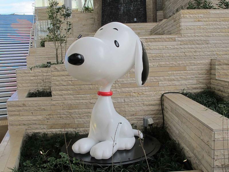 南町田グランベリーパーク駅の下りホームに設置されたスヌーピーの彫像(C)Peanuts Worldwide LLC