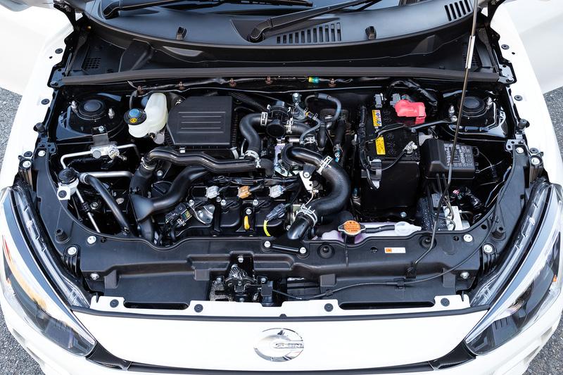 直列3気筒DOHC 0.66リッターエンジンは最高出力47kW(64PS)/6400rpm、最大トルク92Nm(9.4kfgm)/3200rpmを発生。WLTCモード燃費はCVT車が19.2km/L、5速MT車が18.6km/L