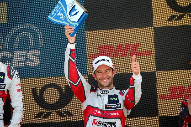 2013年DTMチャンピオンのマイク・ロッケンフェラー選手の参戦マシンはブラックカラーの「Akrapovič Audi RS 5 DTM」