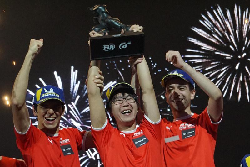 イゴール・フラガ選手、山中智瑛選手、ライアン・デルッシュ選手の3名によるトヨタチームが2019年のマニュファクチャラーシリーズチャンピオンを獲得