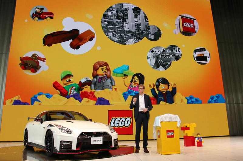 1932年にスタートしたレゴの歴史などを紹介するクリスチャンセン氏
