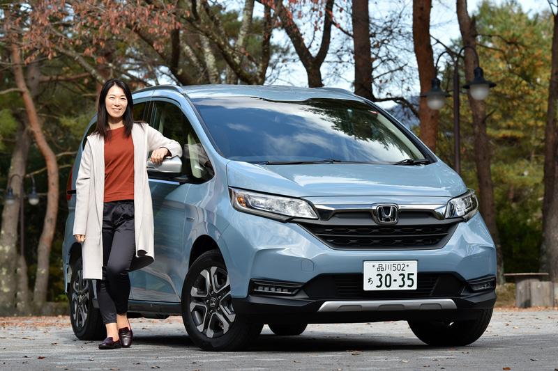 まるも亜希子が本田技研工業「フリード+ HYBRID CROSSTAR」と秋のドライブに出かけた