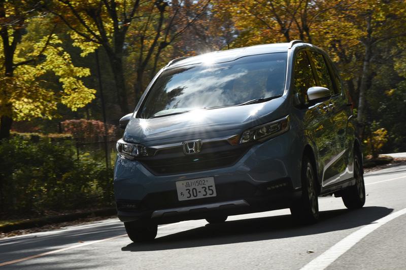 パワートレーンはフリクションの低減や軽量化、ノッキング抑制といった改良に加え、燃焼改善などによる燃費性能向上も行なわれている