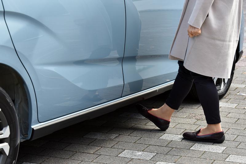 オプションのハンズフリースライドドアは、これまで多かった助手席側だけでなく、運転席側にも設定ができるようになった