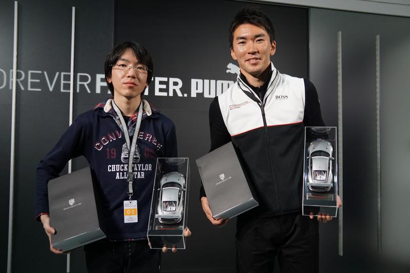 ポルシェ Eスポーツレーシングジャパン スペシャルステージ 2019の優勝チーム、吉田匠吾選手(左)と笹原右京選手(右)