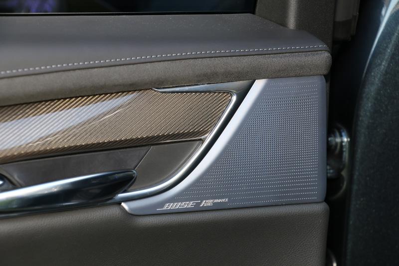 14スピーカーシステムの「Bose Performance Series サラウンドサウンド」を標準装備