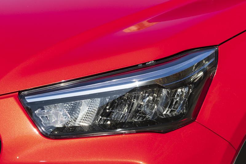 ヘッドライトデザインはライズ(左)とロッキー(右)で共通