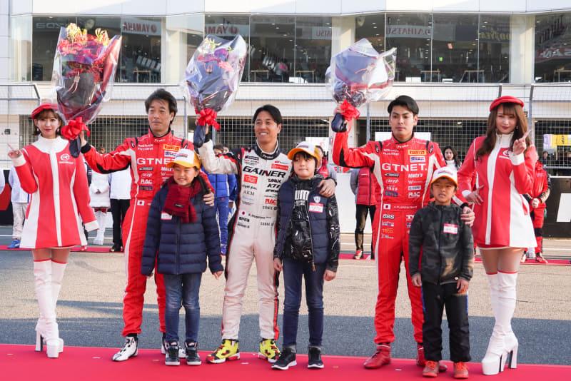 スーパー耐久シリーズのST-Xクラスでシリーズチャンピオンを獲得したGTNETスポーツ 浜野彰彦選手、星野一樹選手、藤波清斗選手