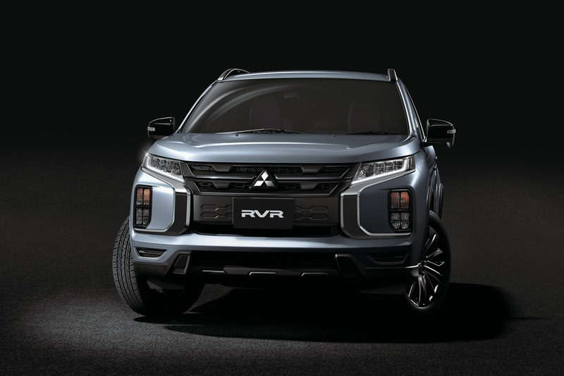 アクセントにブラックを採用して三菱自動車らしいタフで独創的なデザインを強調