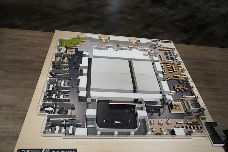TRI-AD新オフィスがある20階のレイアウト模型。一番手前が「エキシビション」で、奥側が社食スペース