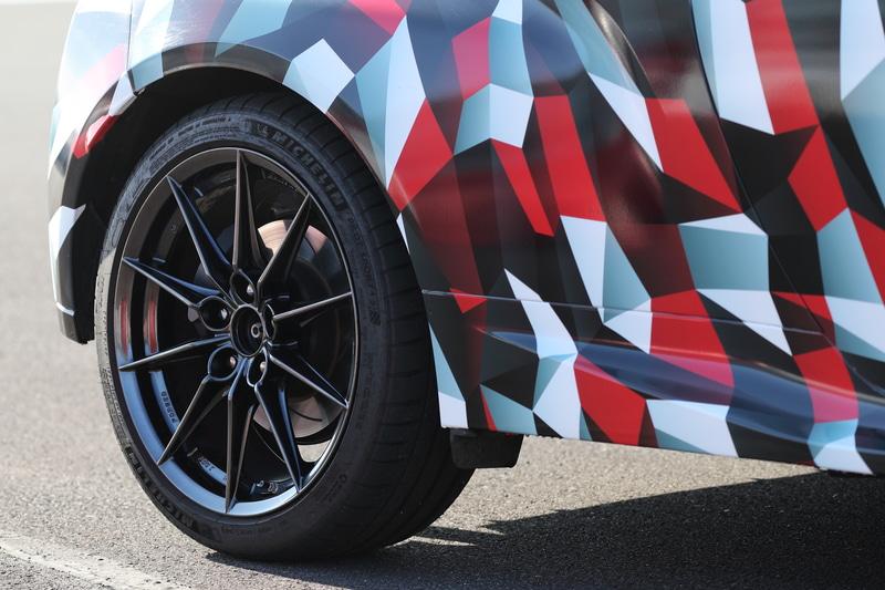 GR ヤリス プロトタイプのタイヤは、225/40 R18。WRCでタッグを組むミシュランを装着していた