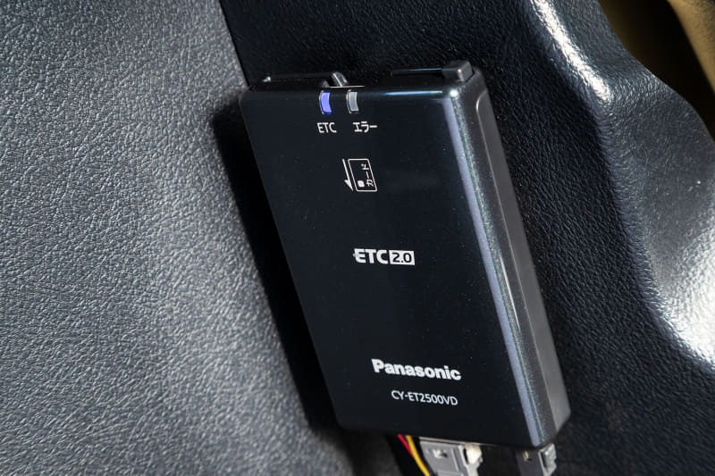 「ETC 2.0車載器」(CY-ET2500VD)の本体。新セキュリティにも対応する最新モデル