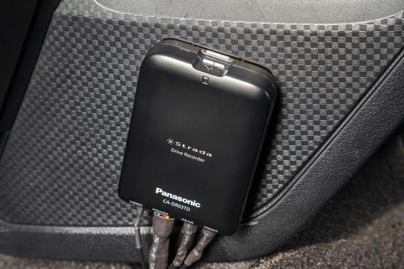 SDカードを挿入しておくドライブレコーダー本体