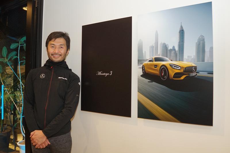 """株式会社KIKUCHI Art Gallery 代表取締役 菊地剛志氏は「高級自動車文化の創り手として、メルセデス・ベンツほど成功したブランドはない。2019年、メルセデス・ベンツ日本と港屋は、夢を重ねた。そこには互いの道理がある。メルセデスの美眼が社会に与える影響は大きい。みんな、唖然とするか模倣するかといったところが常だろう。""""時代を先取りする""""ということは、""""メルセデス""""ということであり、メルセデスの描く未来は、まるで宝石の様にきらめきだす。と、私は思う」とコメント"""