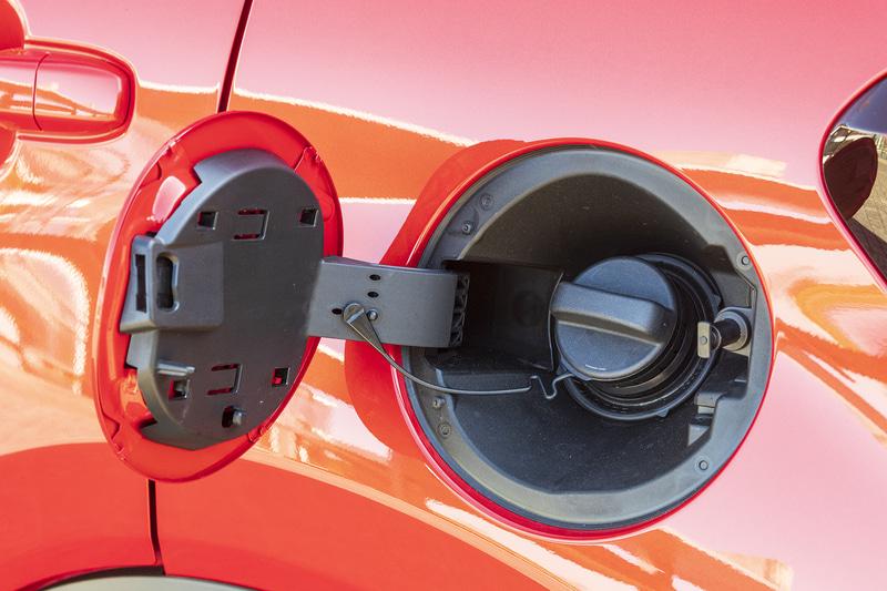 燃料は無鉛レギュラーガソリン仕様。タンク容量は36L