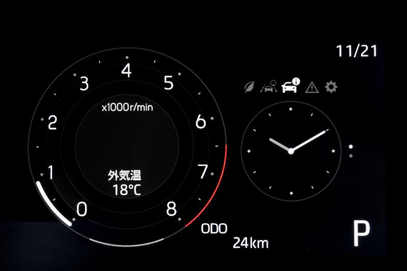 大きなタコメーターの「シンプル」。右側の表示は変更可能