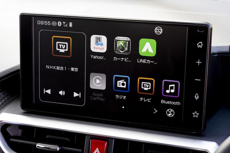 スピーカーのみ装備するオーディオレス仕様が標準。撮影車両には9インチスマホ連携ディスプレイオーディオを装着
