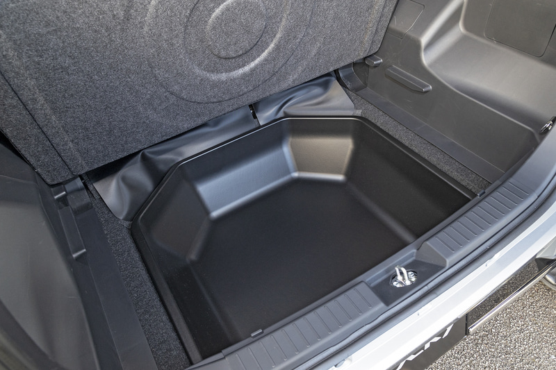 2WD車用のラゲージアンダートレイ