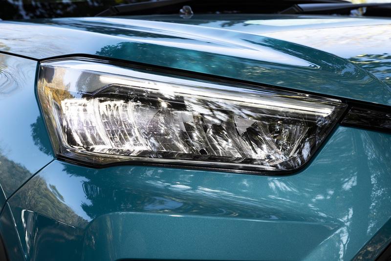 ヘッドライトの点灯パターン。最上級グレードとなるZはシーケンシャルターンランプなどが標準となる