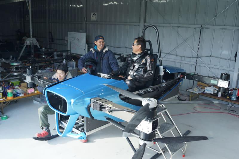 「空飛ぶクルマ」の開発を手掛けるスタートアップ企業SkyDrive・有志団体CARTIVATORが有人飛行試験を開始