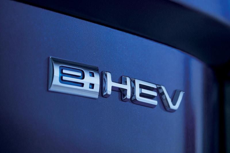 ハイブリッド仕様に付けられる「e:HEV」のエンブレム