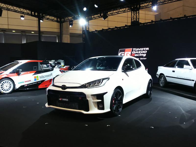 """展示されるGRヤリス(RZ""""High-performance・First Edition"""")。ボディサイズは3995×1805×1460mm(全長×全幅×全高)、ホイールベースは2558mm。車両重量は1280kg"""
