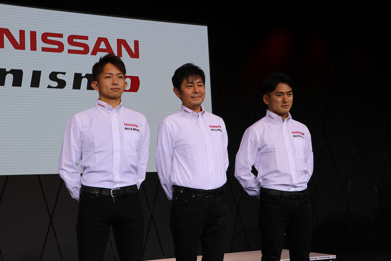 左から平手晃平選手/田中利和監督/千代勝正選手