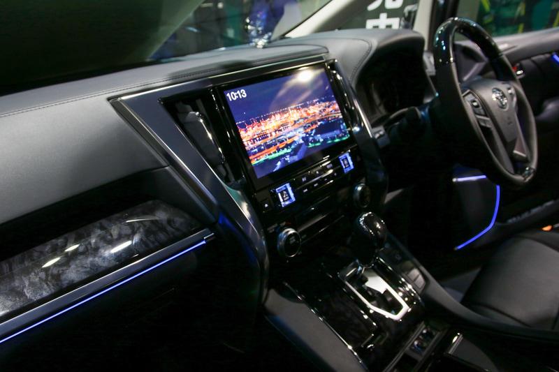 最新のビッグXには、限定車専用のオープニング画面が採用されている