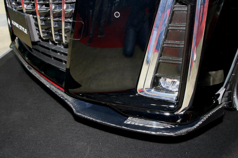 エアロパーツの「FLAP SERIES」。アルファード、ヴェルファイアの他、ノア、ヴォクシー、CX-8の他、BMWのX3用もラインアップ