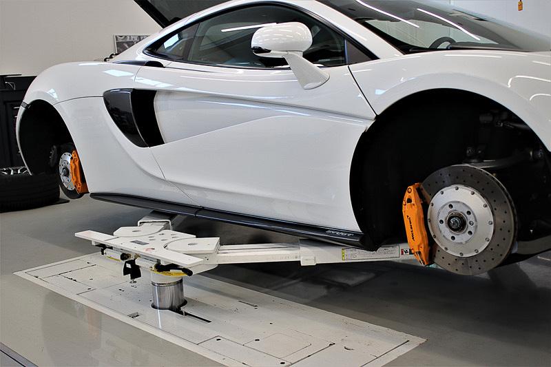 2016年7月にオープンした「マクラーレン東京サービスセンター」。同時に8台まで作業が行なえる専用リフトを備え、2019年10月には世界初のマクラーレン認定中古車販売店「マクラーレン クオリファイド東京」が併設された