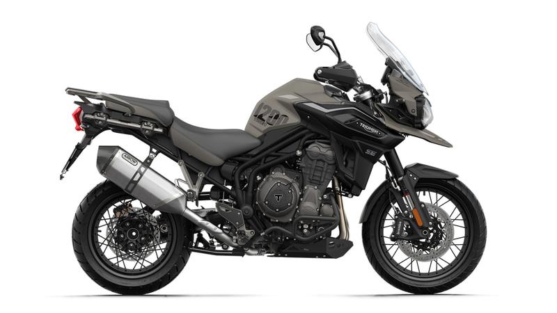 """新型Tiger 1200 Desert Special Editionには、専用となる""""Desert Edition""""グラフィックと""""サンドストーム""""ペイントスキームが施される"""