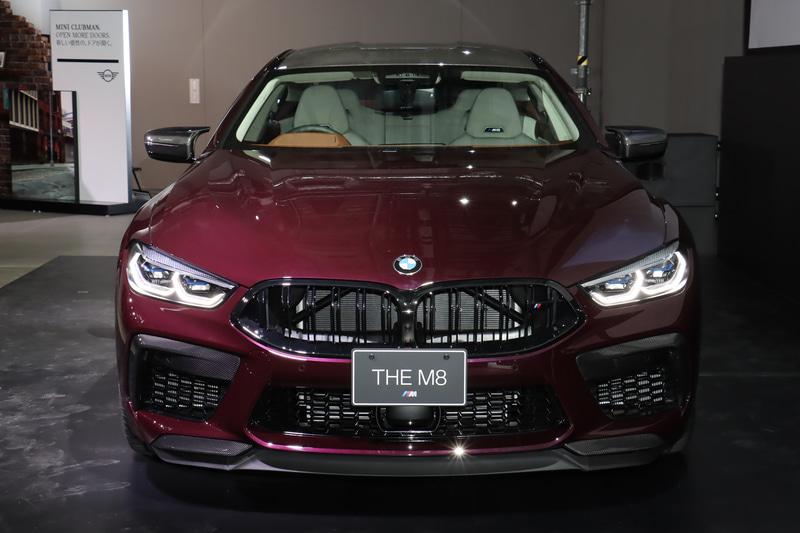 ボディサイズは5105×1945×1420mm(全長×全幅×全高)、ホイールベースは3025mm。車両重量は2000kg