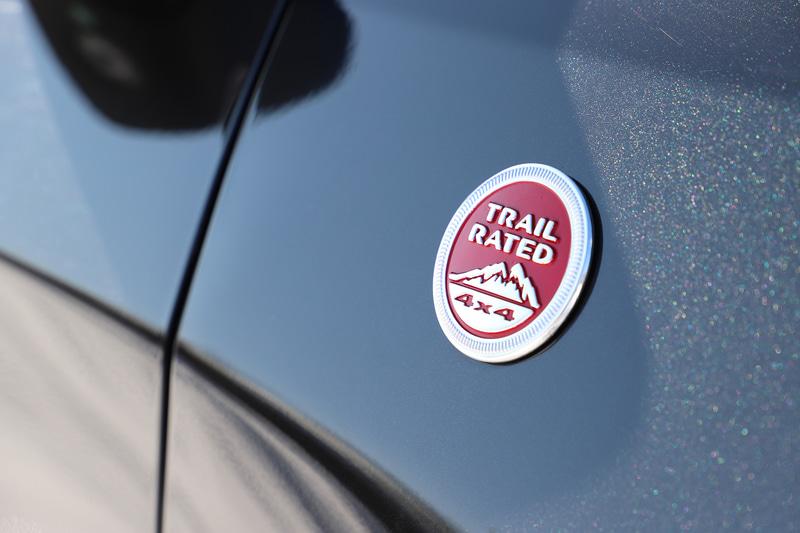 今回試乗したコンパス、ラングラーともに、悪路での走破性能が認められたモデルを示すジープの独自規格「Trail Rated」の称号が与えられている