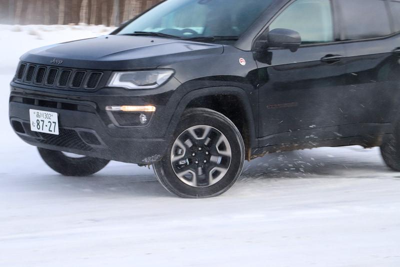 「AUTO」「SNOW」「SAND」「MUD」から走行モードを選べる「セレクテレインシステム」は、終始SNOWモードを選択。雪道でも安定して走行できた
