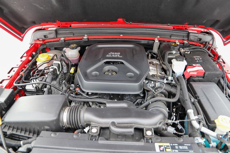 最高出力200kW(272PS)/5250rpm、最大トルク400Nm(40.8kgfm)/3000rpmを発生する直列4気筒DOHC 2.0リッターターボエンジンを搭載。トランスミッションには8速ATを組み合わせる。なお、現在はV型6気筒 3.6リッターエンジンに換装されている