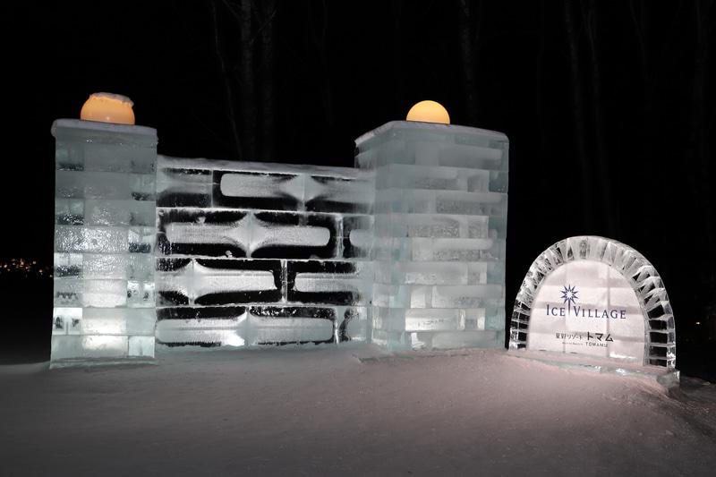 星野リゾート トマムに到着した当日の夜は、冬の時期だけオープンしている「アイスヴィレッジ」で非現実感を味わった