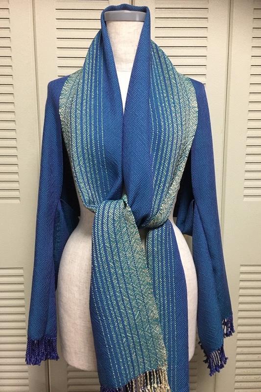 手間暇かけた裂織の服の完成。独特の風合い