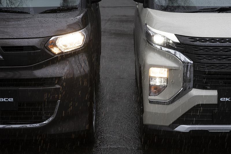 ヘッドライトの点灯パターン。eKスペースはハロゲンのみ、eKクロススペースはオプションのアダプティブLEDヘッドライトが装着されている