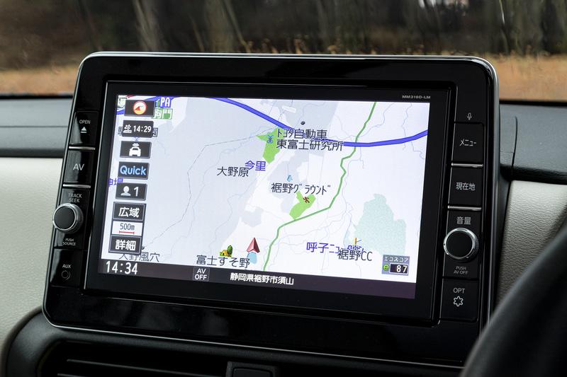 標準では全車オーディオレス仕様。撮影車両にはオプションの9インチナビゲーション「MM319D-LM」が装着されている