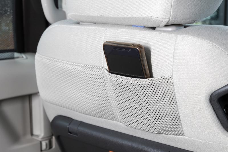 助手席のシートバックポケットは全車標準