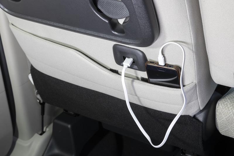 下部には充電用USBポートも用意