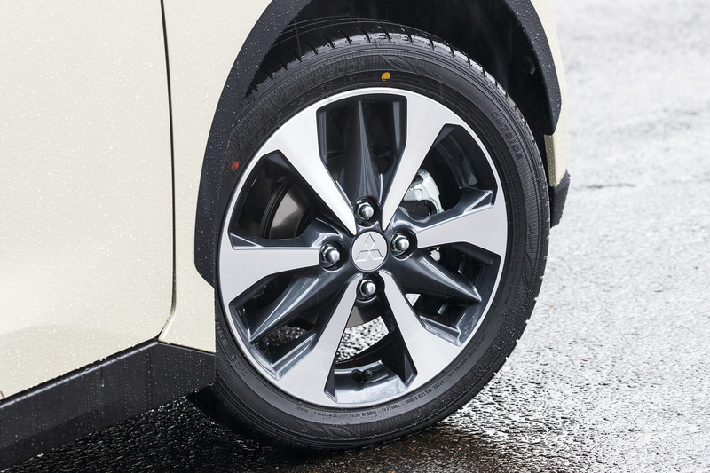 G、Tグレードのタイヤサイズは165/55R15でアルミホイールを標準装備