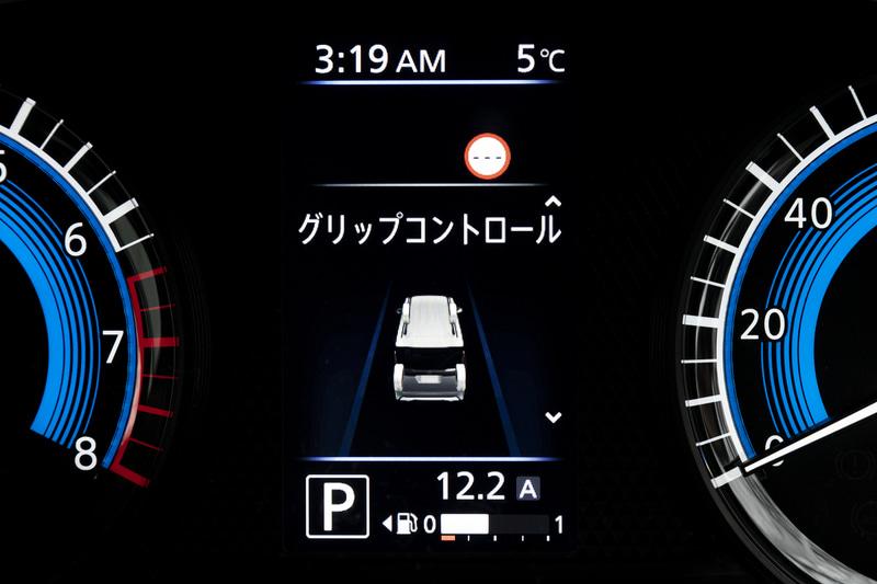 インフォメーションディスプレイには各種情報の表示が可能。グリップコントロールは4WDモデルのみの設定