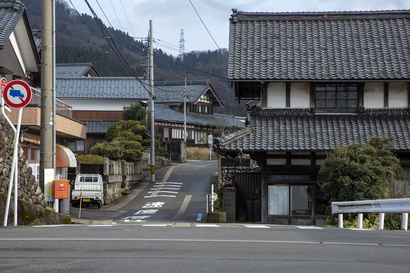 永平寺町の道も平坦ではない。そのためタクシー利用が増える傾向になると言うが、バスより料金が高い。そのため健康管理の通院すら回数を減らすことにもなっているという