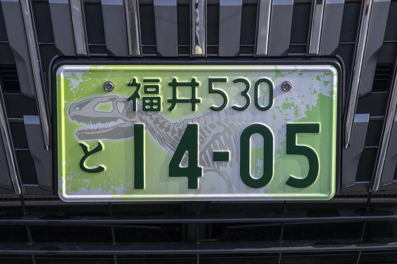情報は近助タクシーのモニターに表示される。なお、近助タクシーのナンバープレートの数字は利用者への告知を兼ねて電話番号の下4桁になっていた