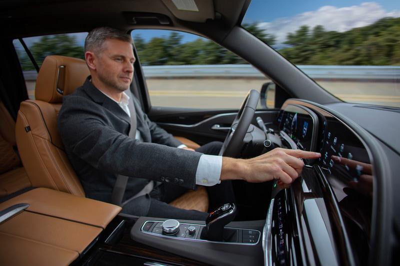 スーパークルーズドライバーアシスタンステクノロジーを搭載し、長距離のハンズフリー運転も可能になっている