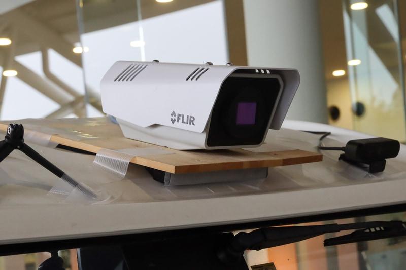 ルーフにはFLIR製のサーマルカメラ